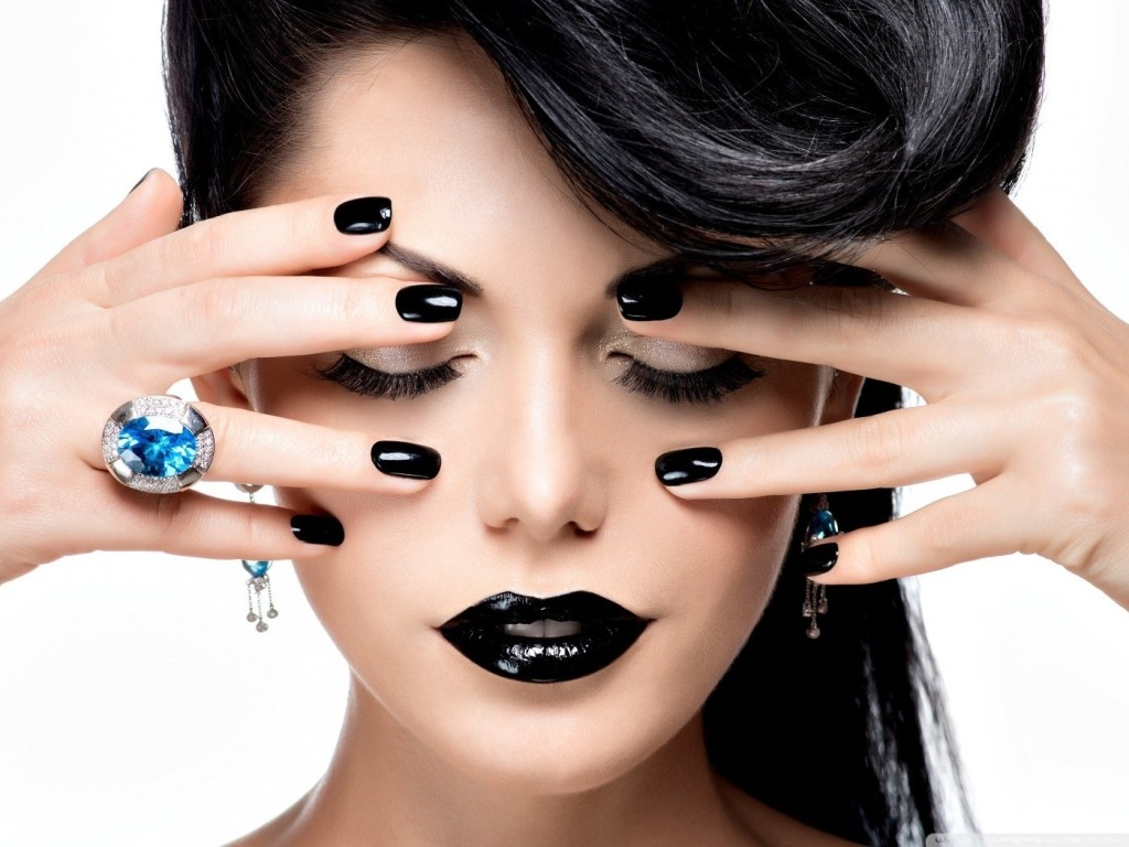 black_lips_black_nails-wallpaper-1400x1050