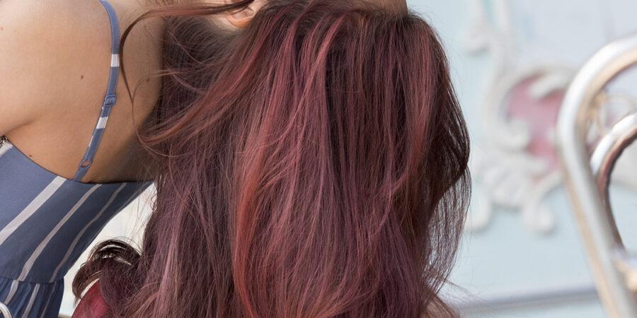 10 strategii care îți mențin culoarea părului între vopsiri